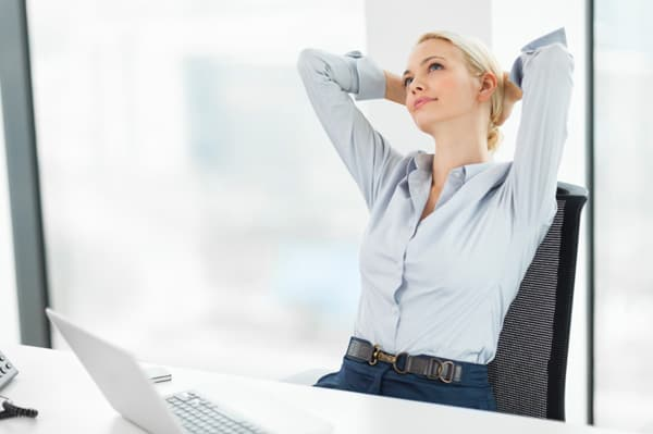 woman-daydreaming-at-work